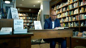 Lesung zur Frankfurter Buchmesse - Buchhandlung Weltenleser Absender Ost-Berlin Roman und Hörbuch von Thomas Pohl